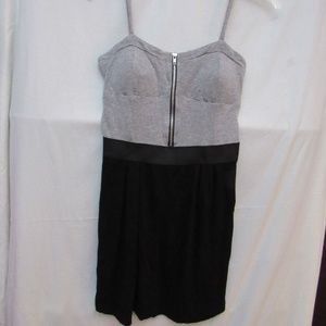 6 Degrees Dress in Gray & Black Sz M  B45